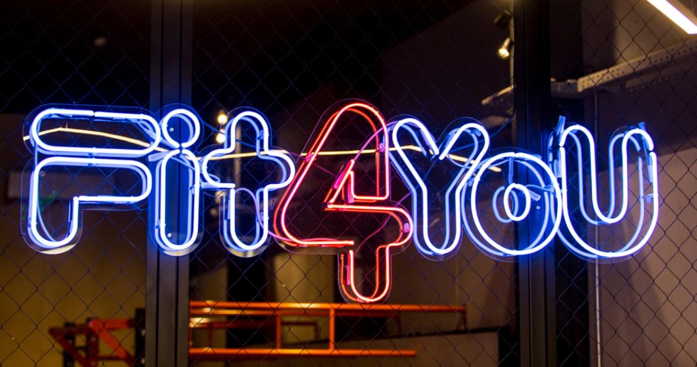 Неоновый логотип для «Fit4You»