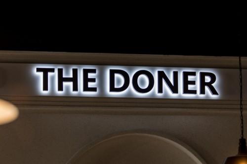 Вывеска «THE DONER»