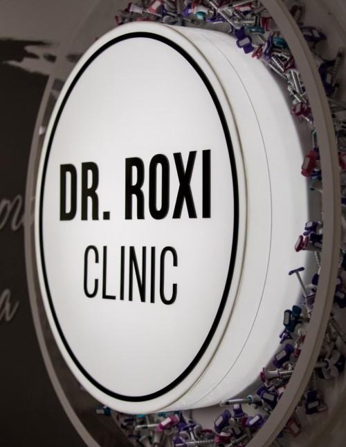 Интерьерная вывеска для «Dr. Roxi»