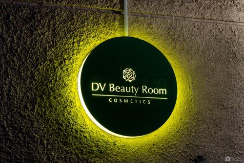 Световая вывеска «DV Beauty Room»