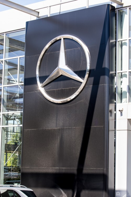 Стелла для автосалона Mercedes-Benz