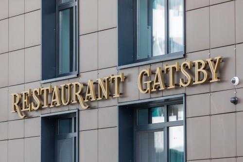 Вывеска «Restaurant Gatsby»
